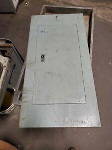 SQUARE D 100 AMP MAIN LUG PANELBOARD 120/208-240V 3 PHASE 30 CIRCUIT NQO-304-1