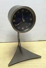 67026 Orologio da tavolo in metallo con meccanismo a pendolo - space age