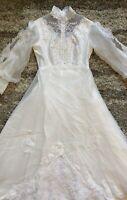 Vintage 1970s 8/M Victorian High Neck Long Sleeve Lace Wedding Dress Long Train
