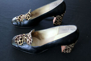 VINTAGE 1950'S-1960'S BLACK LEATHER AND SPOTTED FUR SHOES SIZE 7M