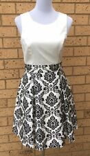 REVIEW Dress Size 10 Cream And Black Embossed Floral Pattern Fit & Flare Lining