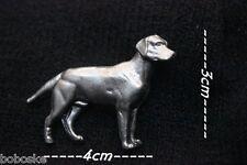Insigne représentant un  chien de profil