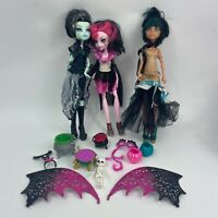 Lot of 3 Monster High Ghouls Rule Cleo De Nile Draculara Frankie and Accessories