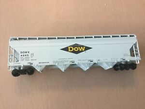 Athearn 1902 DOX CHEMICAL 55 Ft CENTER FLOW Grey Blue Yellow. DOWX #4045
