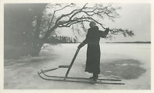 PHOTO ANCIENNE - VINTAGE SNAPSHOT - FEMME SPORT LUGE PATINOIRE GLACE - SLED ICE