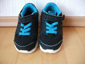 Nike Turnschuh Gr. 23,5 schwarz neon blau