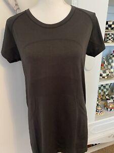 Women's lululemon Shirt Run Short Sleeve Crew Neck Long Logo Front Active Sz 12