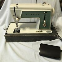 Vintage SINGER Sewing Machine Portable Model 609 Touch n Sew