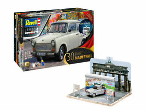"""Revell 1/24 Trabant 601S """"Fall of the Berlin Wall 30th Anniversary"""" Gift Set 076"""