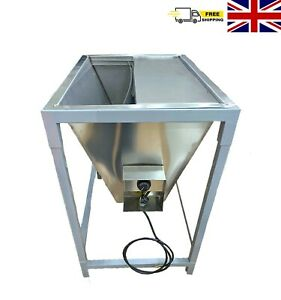 Heated Water Trough with Shroud
