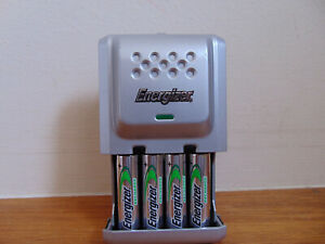 Energizer Battery Charger. For AA & AAA Batteries. PLUS 4 x AA BATTERIES.