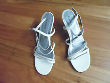 LADIES CUTE WHITE DREAM KITTEN HEEL SYNTHETIC SANDALS BY CLARICE SIZE 8.5 NEW