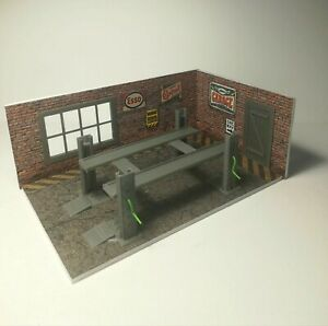NEW Diorama Model Kit of Brick Garage with Car Lifter in Scale 1:43 Car Service