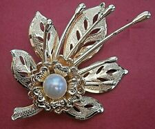 AT320*) Retro gold tone embossed metal faux pearl flower floral brooch