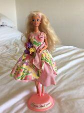 Muñeca Barbie de pétalos de primavera con Soporte