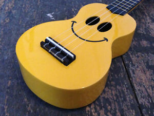 Mahalo Smile Art Soprano Ukulele Uke Fitted With Aquila Strings