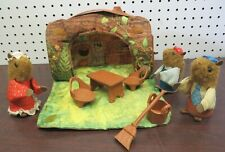 1979 FISHER PRICE WOODSEY SQUIRREL FAMILY & HOUSE/FURNITURE #960 as-is