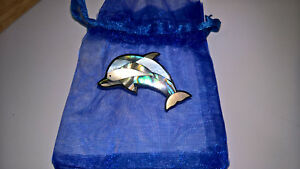 MOTHER OF PEARL/SHELL DOLPHIN BROOCH (SMALL) NEW WITH ORGANZA GIFT BAG(UK SELLER