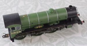 Hornby R 2185 LNER 4-6-0 Class B17/4 Locomotive Norwich City OO Gauge - Boxed