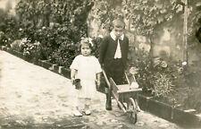 LOT 2 Carte PHoto de jolis enfants Garçon à la brouette et sa soeur et costume