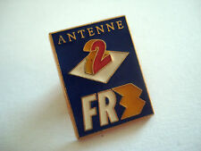 PINS TELEVISION TV ANTENNE 2 FR3 DECAT PARIS