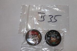 2 Buttons,Anstecker,Pins,3D,mit Nadel,#B35