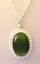 pendentif chaîne rétro bijou vintage couleur argent cabochon de verre vert  3445