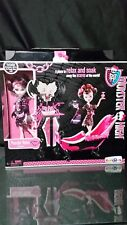 Toysrus  EXCLUSIVE MONSTER HIGH DRACULAURA POWDER ROOM DOLL & PLAYSET