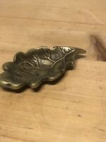 SMALL ANTIQUE VINTAGE ENGLISH BRASS PIN DISH IN FORM OF OAK LEAF BY PEERAGE