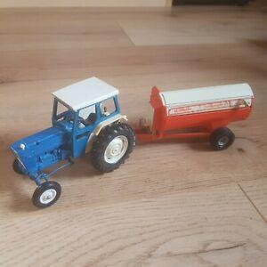 Britains Deetail Model 9527 Ford 5000 Super Major Tractor & Howard Rotaspreader