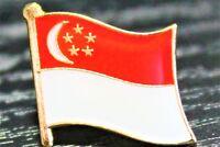SINGAPORE Singaporean Metal Flag Lapel Pin Badge *NEW*
