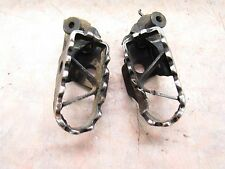 1984 YAMAHA IT 200 OEM FOOTPEGS LEFT AND RIGHT WITH FASTENERS