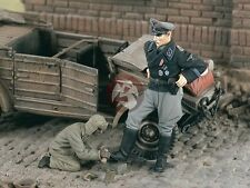 "Verlinden 1/35 ""Shoe Shine"" Waffen-SS getting Boot Polish WWII (2 Figures) 2295"