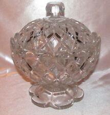 Baccarat Drageoir couvert sur piédouche cristal moulé croisillons bord festonné