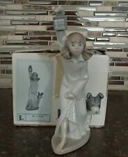 "Nao by Lladro 1111 ""Who's there?"" girl holding lantern with dog - Mib, Rv$150"