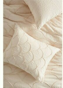 Anthropologie Textured Pair Of Standard Riji Shams