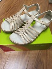"""New Women's Wear Ever By Bare Traps  """"Alma"""" Shoes/Sandals Wheat/Tan WR11394"""