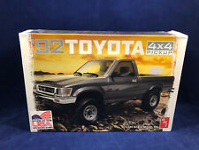 AMT 1992 Toyota 4x4 Pickup 1:20 Scale Plastic Model Kit 1082 New in Box