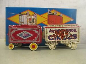 WALTHERS 2 CIRCUS WAGONS IN  WALTHERS BOX  EXCELLENT CONDITION