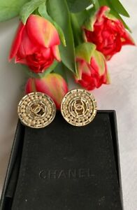 Original CHANEL gold tone clip on Earrings with faux Pearl and baguette glass