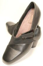 Clarks Everyday Women's Size 7 Narrow Black Leather 2 Inch Chunky Heel Pumps