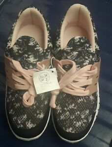 Girls Trainers Size 2 Pepperts