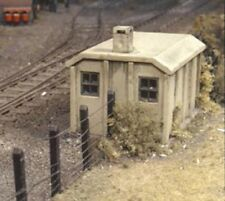 Ratio 518 - 2 x SR Concrete Lineside Huts Area 50x38mm 00 Gauge Plastic Kit 1stP