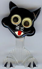 VINTAGE GOOGLE EYES REVERSE CARVED BLACK & WHITE LUCITE HAPPY CAT PIN BROOCH