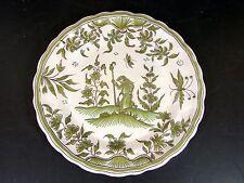 Assiette faïence Moustier XVIII° décor camaieu vert PERSONNAGE signée, TBE