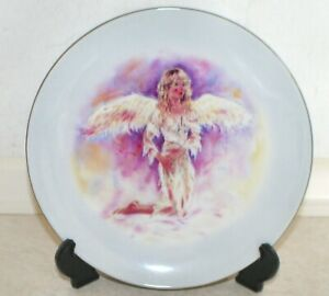Leonardo Collection. Angel Whispers Collector Plate - The Angel of Hoye. 20.5 cm