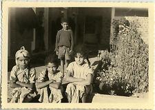 PHOTO ANCIENNE - VINTAGE SNAPSHOT - MAROC ENFANT AZROU RUE REGARD - CHILD