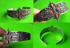 Bel ancien bracelet Berbère ? ou autre en argent avec pierre de corail 19 gramme