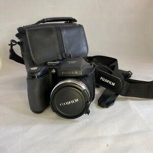 Fuji Fujifilm Finepix S700 7.1MP Digital Camera w/10x Zoom Case Tested