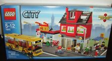 LEGO #7641 CITY CORNER SET 483pc BUS & PIZZA SHOP+ NEW 2009 UNOPENED NICE BOX